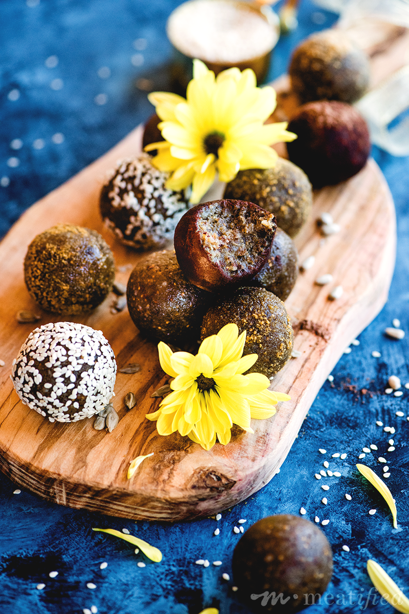 These fig flecked seed cycling energy balls are packed with tahini, sunflower & sesame seeds, so they're the perfect treat for the luteal phase.